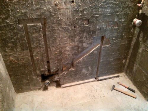 Штробы под водопроводные трубы в ванной 137 серии
