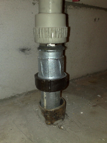Соединие труб в туалете 137 серии муфтой gebo