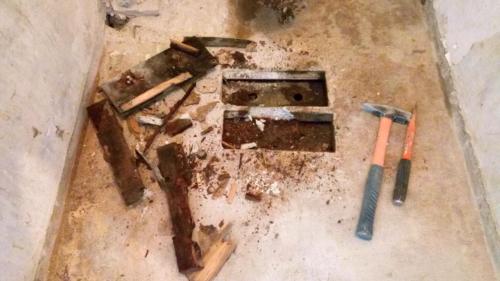 Деревянная закладная под унитаз в туалете 137 серии