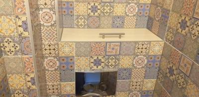 полка над инсталляцией в туалете 121 гатчинской серии
