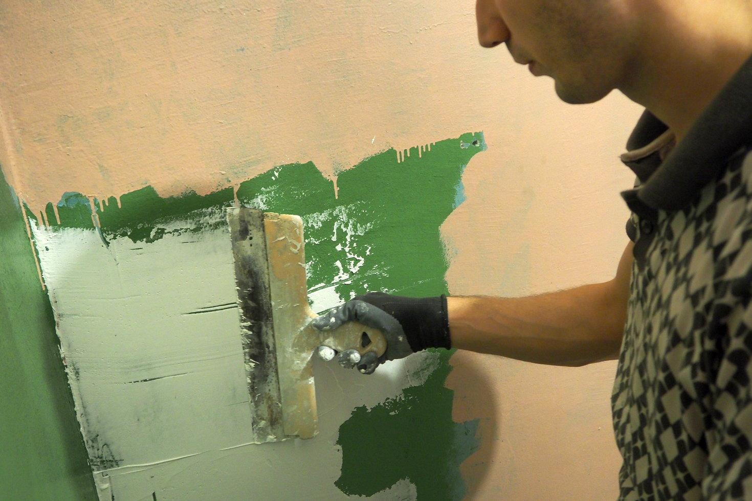 Чем шпаклевать стены крашенные эмалью