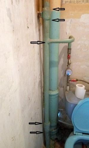 Старый стояк холодной воды в туалете 137 серии