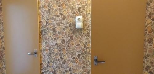 Стандартные двери в санузлах 137 серии до ремонта