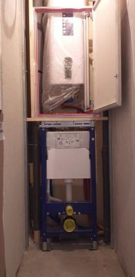 установка инсталляции унитаза и скрытого люка