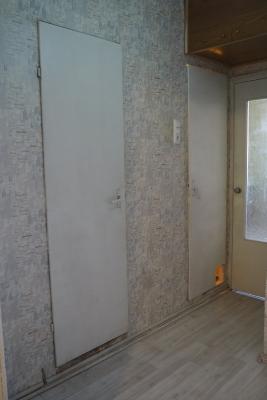 вид старых дверей в ванную и туалет 137 серии