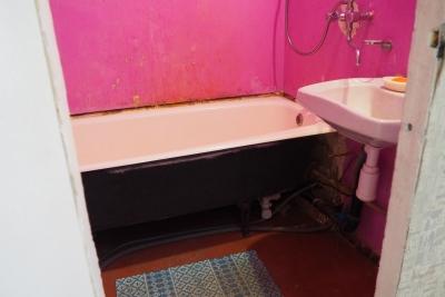 общий вид ванной 137 серии до ремонта