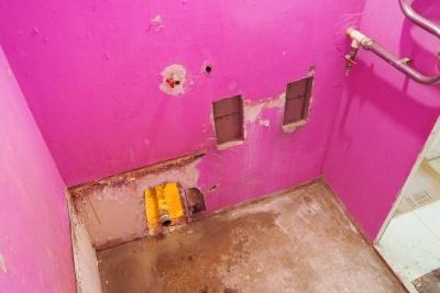 процесс демонтажа в ванной 137 серии