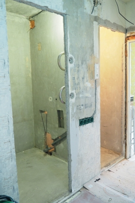 вид ванной и туалета 137 серии после демонтажа