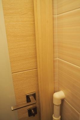 примыкание двери к углу в туалете 137 серии