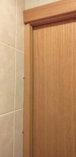 Спрятать трубу с горячей водой в туалете 137 серии