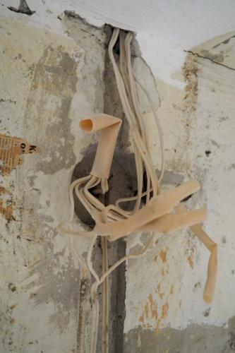 Проводка санузла 137 серии у входа в квартиру