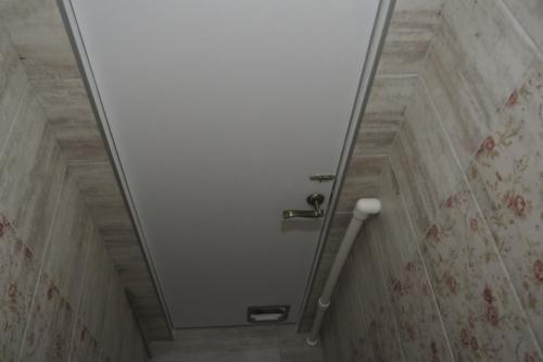 Ремонт дверей ванной и туалета в панельном доме