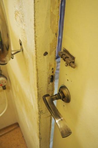 Ремонт дверного проёма санузла в панельном доме